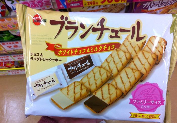 Me encantan estas galletas especialmente las de chocolate blanco. Precio: 298 yenes, 22 galletas