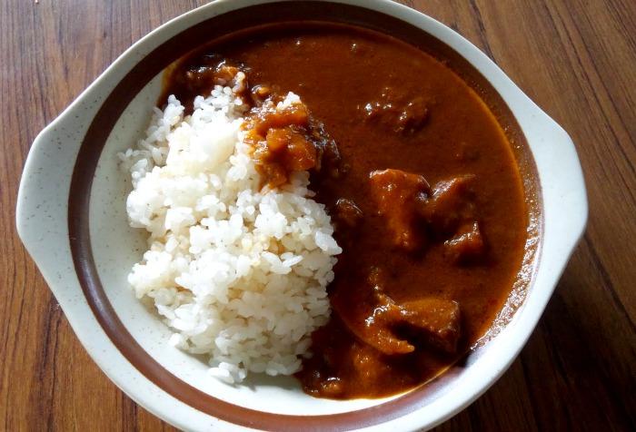 Ejemplo de curry instantáneo con arroz