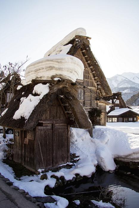 Los tejados soportan grandes cantidades de nieve