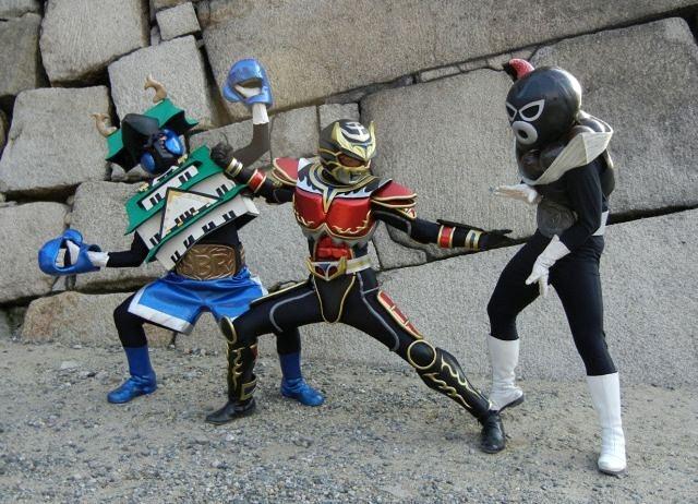 Tryoh dándolo todo contra Osaka Joe y uno de los hermanos Gontako
