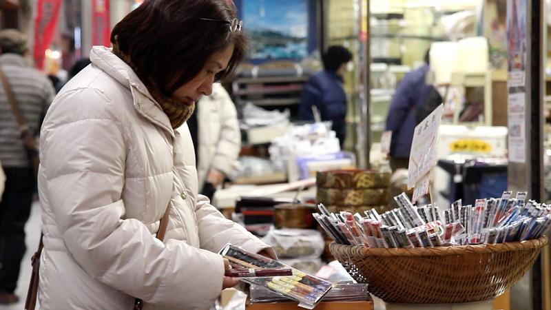 Eligiendo palillos en Doguyasuji